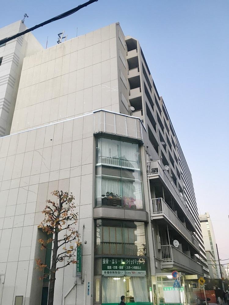 【近隣に商業施設多数!】ラコティスカイマンションの物件写真01